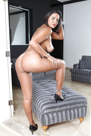 Mature Latina brunette Ana Luz..