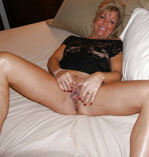 Beautiful Mature Females - 76 beelden..