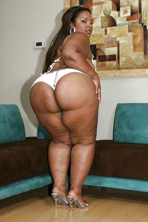 Fat ebony wife Amber Swallows loves to..
