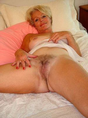 beautiful mature women pics