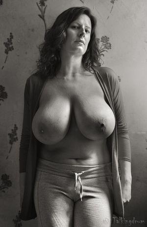 Грудастые женщины..