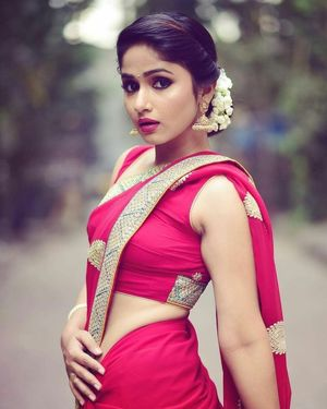Mind-blowing Indian Girls in Saree-..