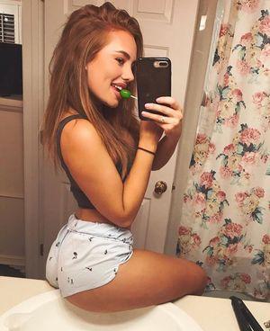 Selfie Sundays - Heidi Hoback