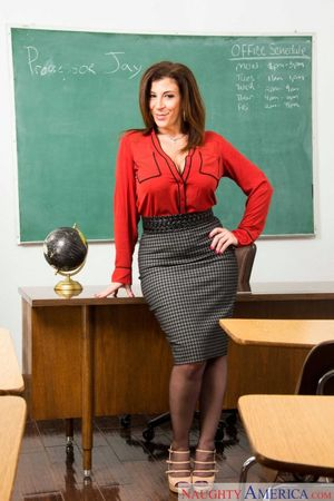 Pornstar teacher sorgusuna uygun..