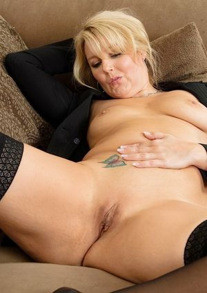 HOT WIVES MOMS MILFS and MATURES 11..