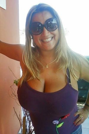 Busty Amateurs XXL Cleavage NN 1..