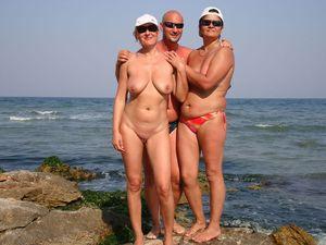Зрелые нудисты - фото