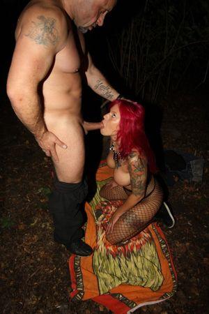 Curvy German chick Mia de Berg gets..