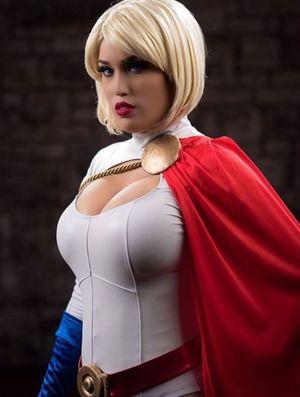 Power Girl #Cosplay Cosplay - Heroes..