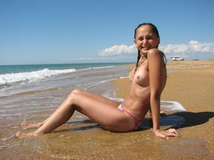 Horny naked babe at beach - Hot Nude