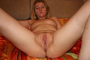 wife tries pussy