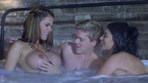 Horny hot tub sex - Porn clip