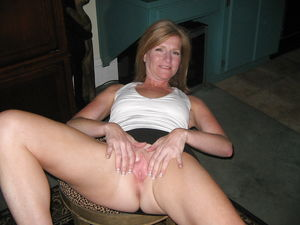 Pussy real showing wife - Other - XXX..