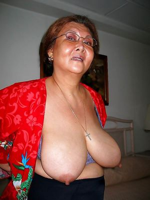 30 year old filipina milf shows her..