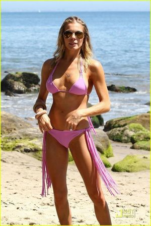 Celebrities in Hot Bikini: LeAnn Rimes..