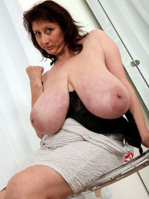 Gorgeous mature ladies show their..