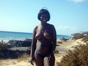 Thick ebony Mommy topless has sexual..