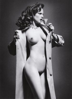 Annie Murphy  nackt
