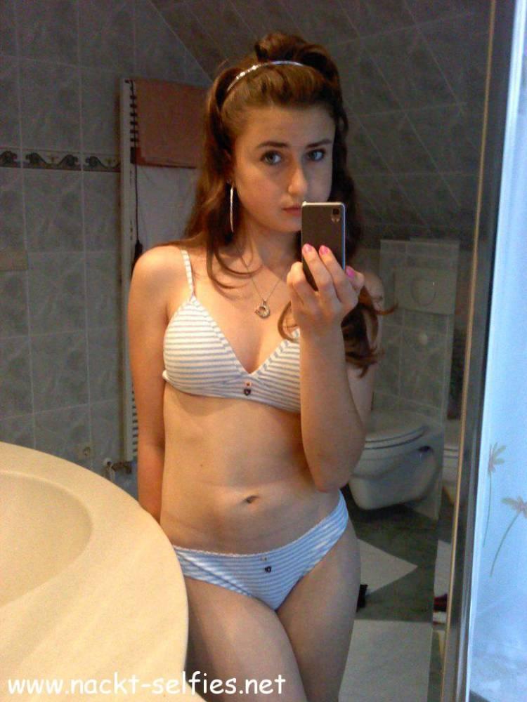 Nackt sex selfie