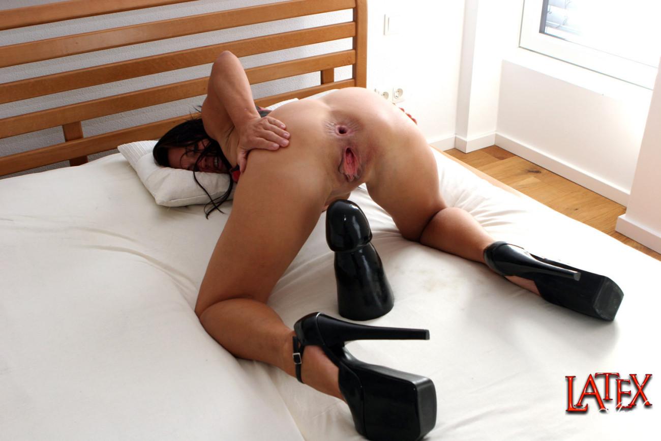 Brutal anal dildo