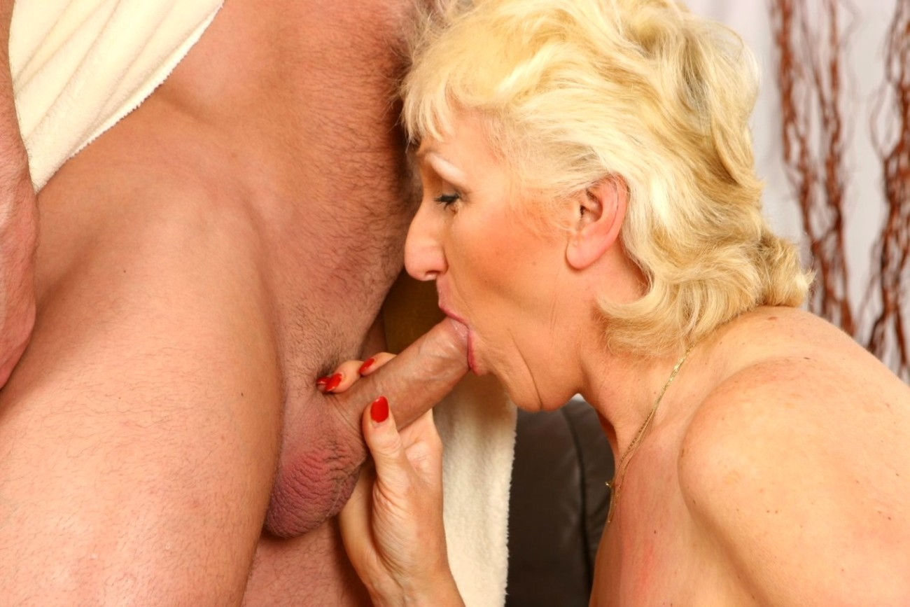 Blonde hardcore granny gets her pussy ravaged by male stripper