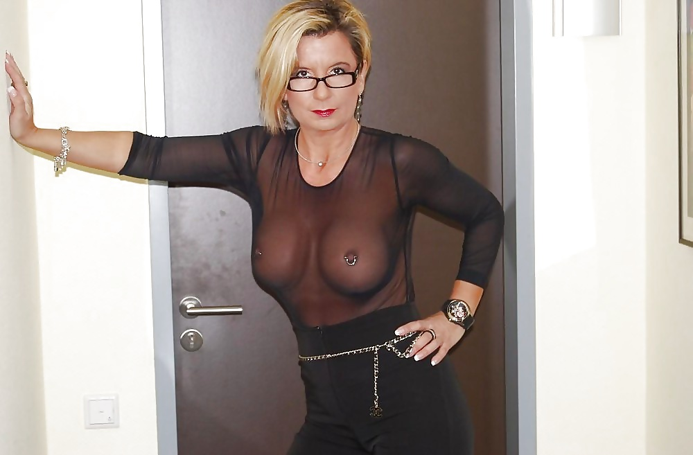 Milf In Sexy See