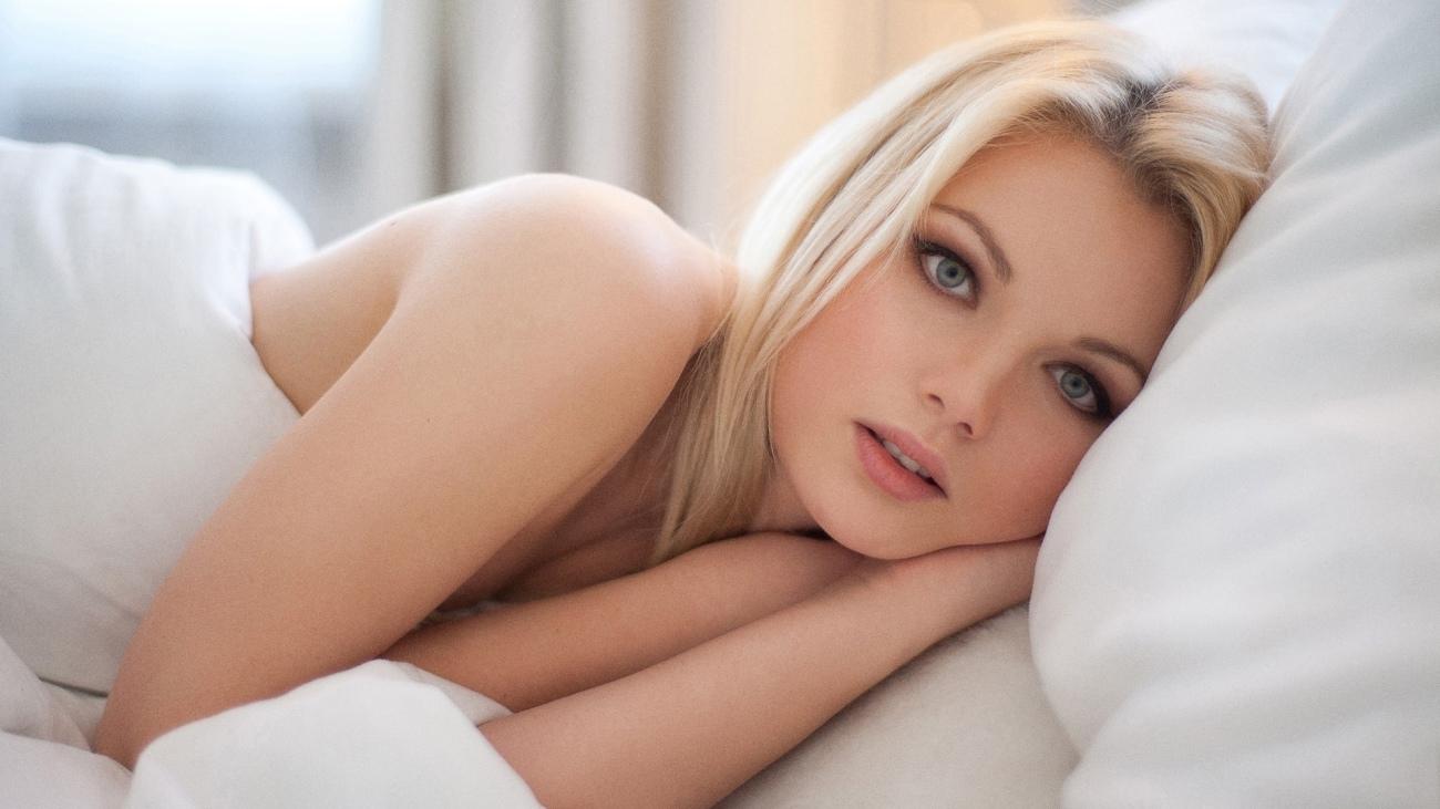 Wallpaper download girl, look, bed, pillow resolution 1920x1