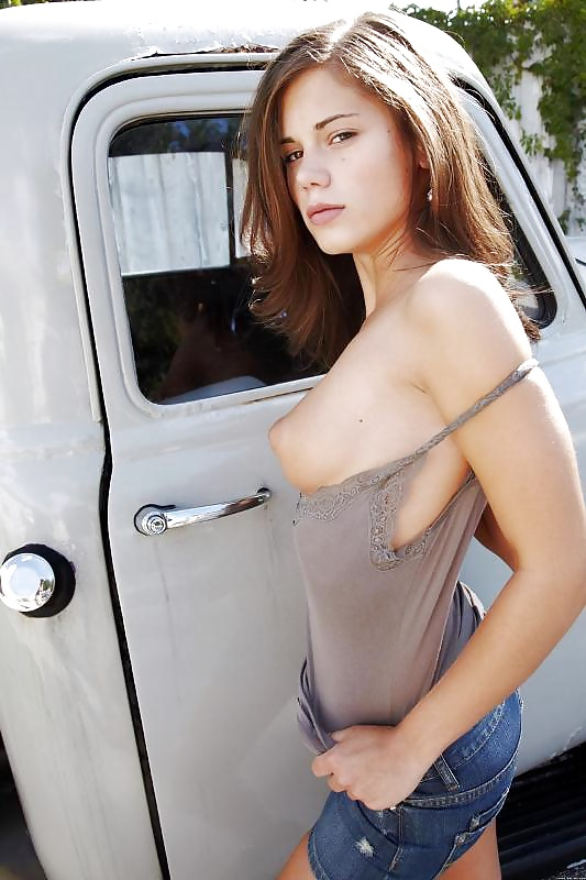 Side boobs ,cleavages and nip slips - Pics - xHamster.c