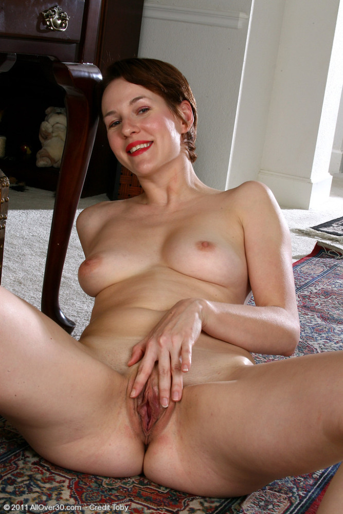 Mature porn pictures of Redheaded MILF Vada spreads her 30 y